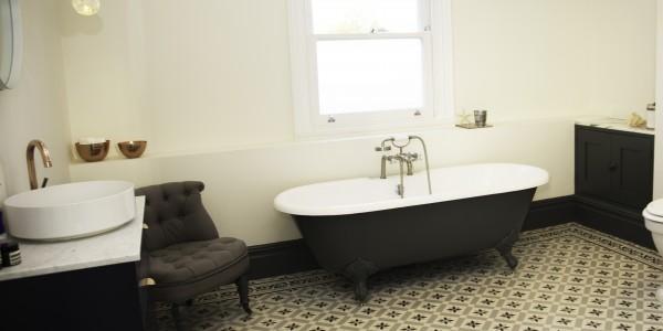 bathroom5 whole room 1